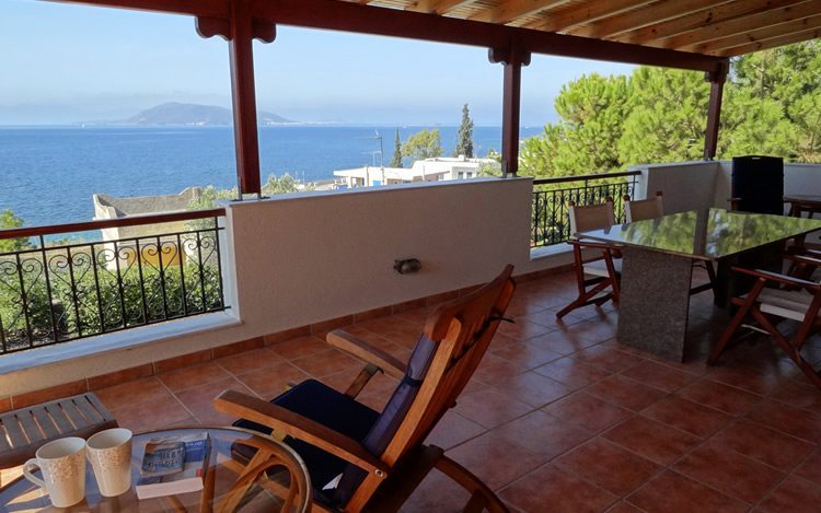 http://www.aegina-property-for-sale.com/wp-content/uploads/2015/01/aegina-villa-for-sale-10.jpg