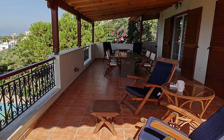 http://www.aegina-property-for-sale.com/wp-content/uploads/2015/01/aegina-villa-for-sale-11.jpg