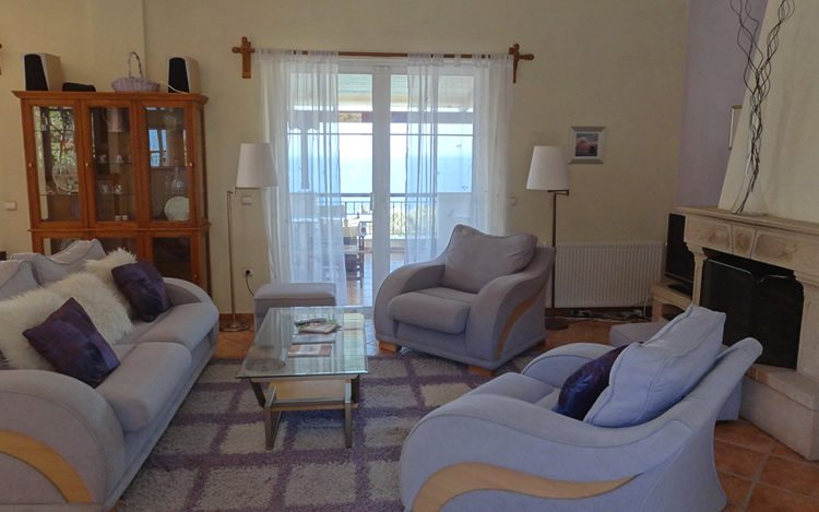 http://www.aegina-property-for-sale.com/wp-content/uploads/2015/01/aegina-villa-for-sale-15.jpg