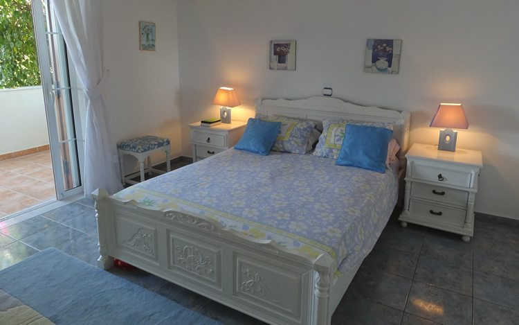 http://www.aegina-property-for-sale.com/wp-content/uploads/2015/01/aegina-villa-for-sale-18.jpg