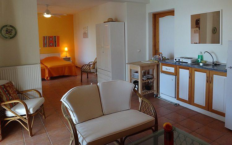http://www.aegina-property-for-sale.com/wp-content/uploads/2015/01/aegina-villa-for-sale-27.jpg