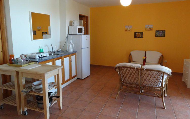 http://www.aegina-property-for-sale.com/wp-content/uploads/2015/01/aegina-villa-for-sale-29.jpg