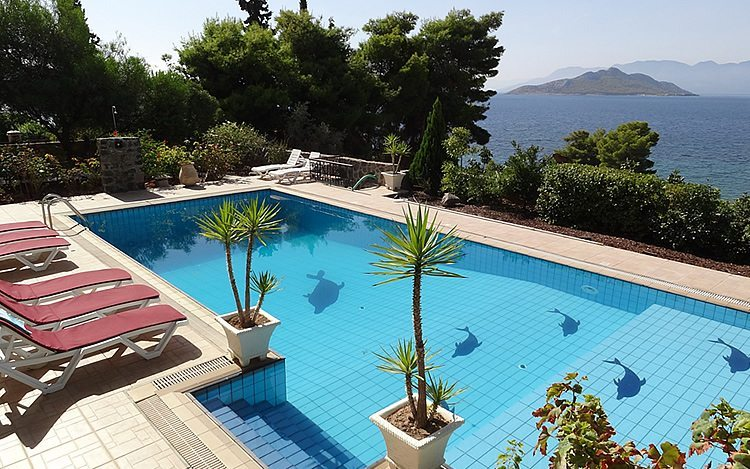 http://www.aegina-property-for-sale.com/wp-content/uploads/2015/01/aegina-villa-for-sale-3.jpg