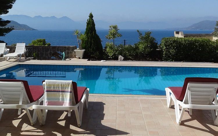 http://www.aegina-property-for-sale.com/wp-content/uploads/2015/01/aegina-villa-for-sale-4.jpg