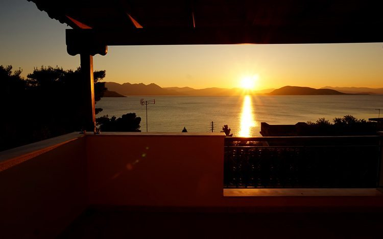 http://www.aegina-property-for-sale.com/wp-content/uploads/2015/01/aegina-villa-for-sale-46.jpg
