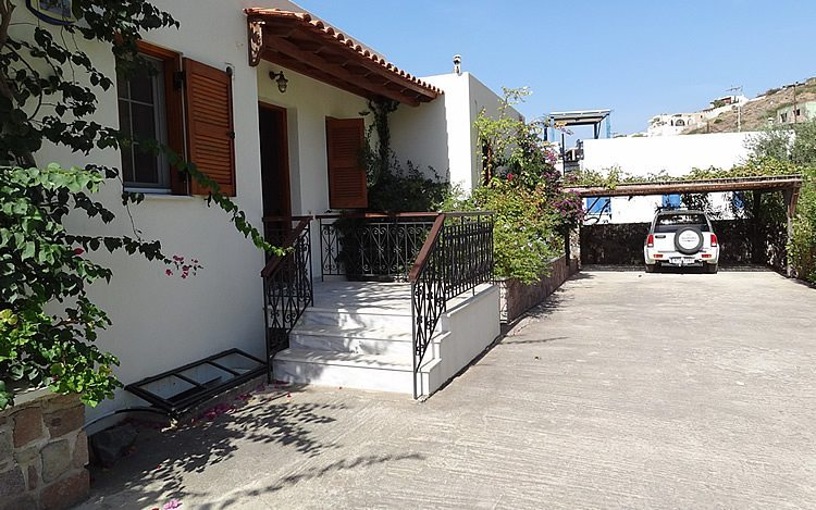 http://www.aegina-property-for-sale.com/wp-content/uploads/2015/01/aegina-villa-for-sale-8.jpg